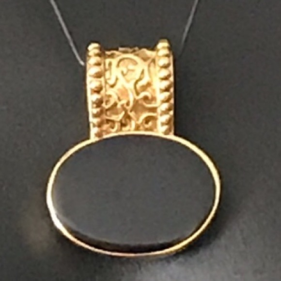 Vintage Jewelry - Vintage Onyx Gold tone pendant detail carving